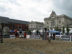 beachvolley_op_het_martelarenplein_leuven_1