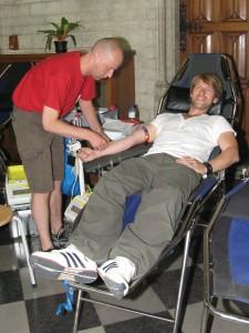 Gene Thomas tijdens bloedinzamelactie in Leuven - 4