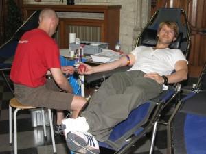 Gene Thomas tijdens bloedinzamelactie in Leuven - 3