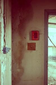 Felrode sleutelkast zonder sleutel