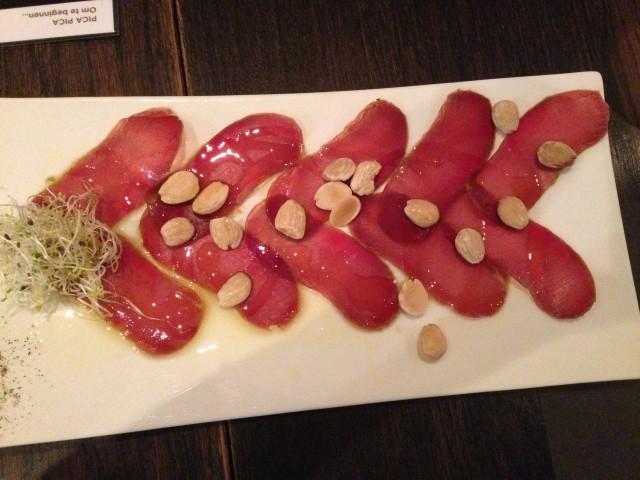 Mojama de atún con almendras saladas